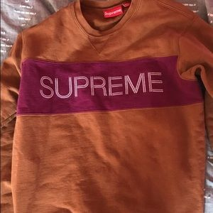 Supreme pullover sweatshirt